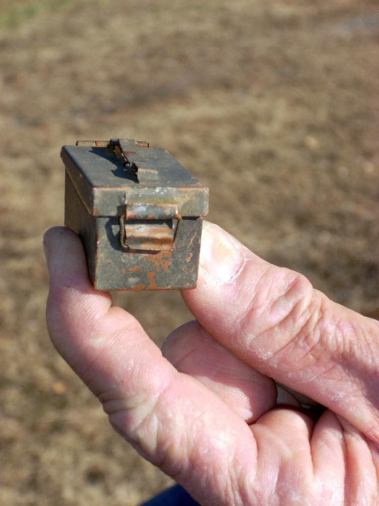Small-cache-or-big-hand.jpg