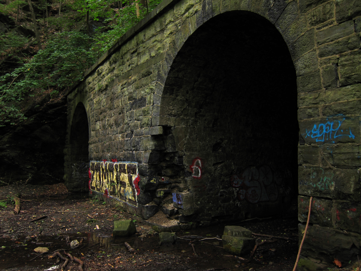 It's the Spookiest Time of Year — Manunka Chunk Tunnels (GC82B5) — Geocache of the Week