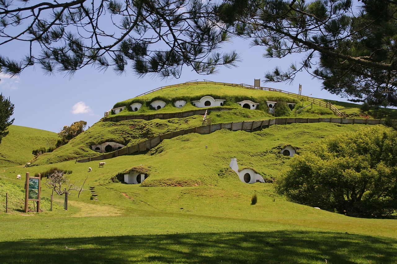 Visit the home of the hobbitses. — Hobbiton (Waikato) (GC1HCXK) — Geocache of the Week