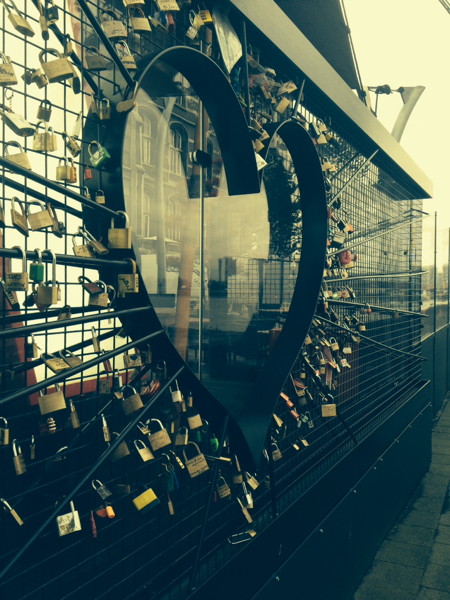 Love is in the air. And locked to a gate. — Love Lock Eeuwige Liefde !?! (GC41QJY) — Geocache of the Week