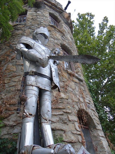 The Knight of Castle Northmoor. Photo by geocacher *pixie