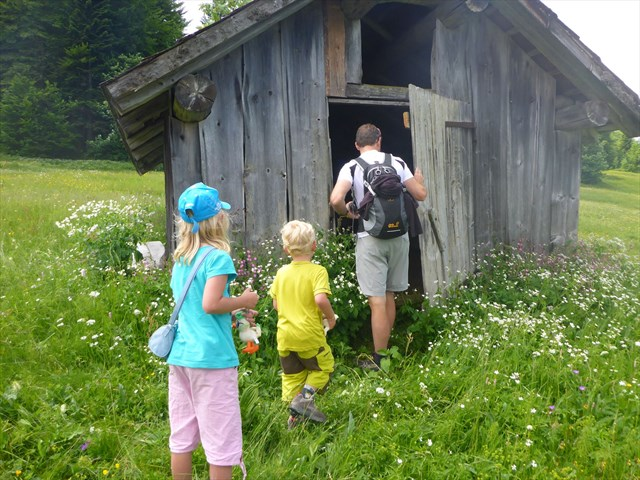 Quite possibly the first time these people ever went inside a geocache. Photo by geocacher xentiscarbon