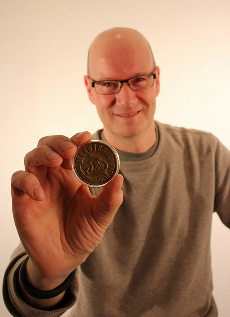 Here it is, folks: Moun10Bike Geocoin 001. Try not to hyperventilate.