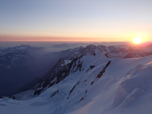 Sunrise from the top of Europe. Photo by geocacher Gnas