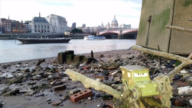 London Low Tide Truck TB